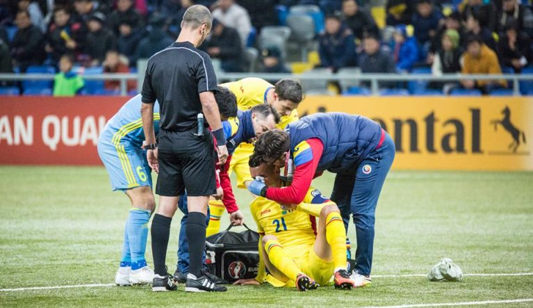 Lovit la cap, Grigorie a fost schimbat după numai 25 de minute de joc. Foto: frf.ro